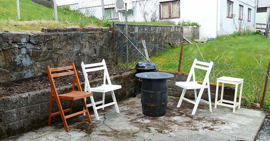 Der zweite Sitzbereich im Garten. Grill vorhanden