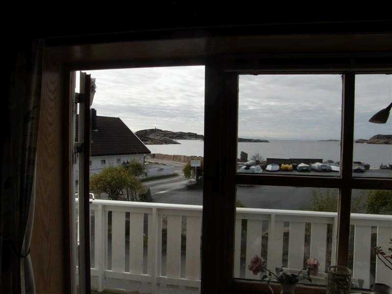 Blick auf die geschütze Bucht von Åvik Brygge und die Schären.