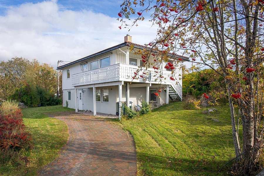 Ferienhaus Båly - Ihnen steht die Wohnung im Erdgeschoß mit eigenem Eingang zur Verfügung