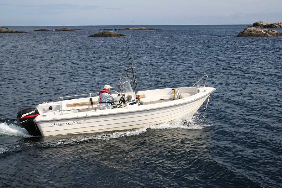 Das buchbare Boot: Angelboot >Uttern< 18,3 Fuß/40 PS, Steuerstand, e-Starter, Kompass, Echolot