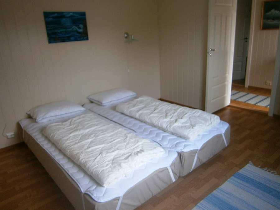 Das Schlafzimmer mit zwei Einzelbetten - dieses können wie hier zum Doppelbett vereinigt werden