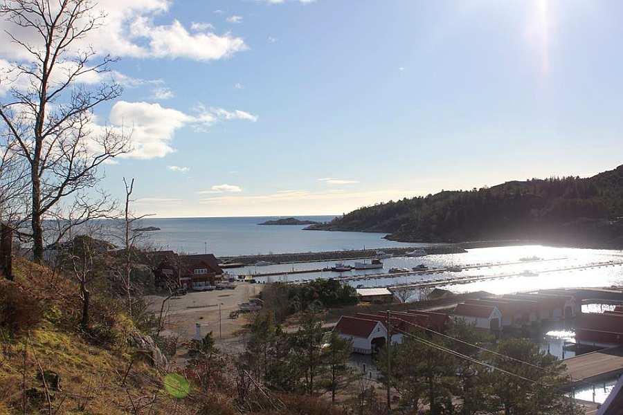 Blick auf den Bootshafen von Båly - hier liegt Ihr Angelboot