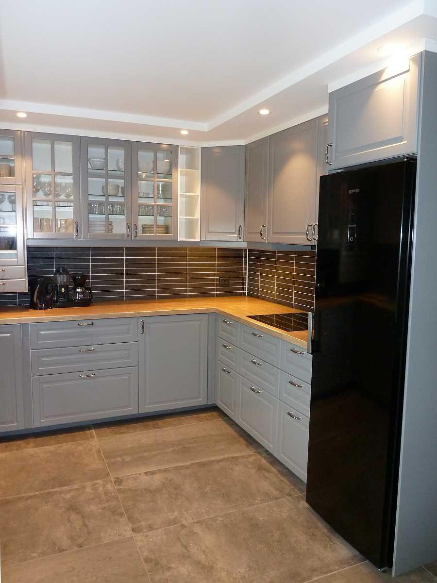 Von der Mikrowelle bis zur Spülmaschine - nichts fehlt hier in der Küchen. Beide Küchen in beiden Wohnungen bieten einen großen XXL-Kühlschrank