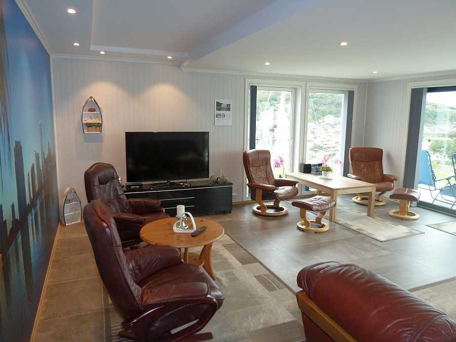 Blick in das große Wohnzimmer der Ferienwohnung