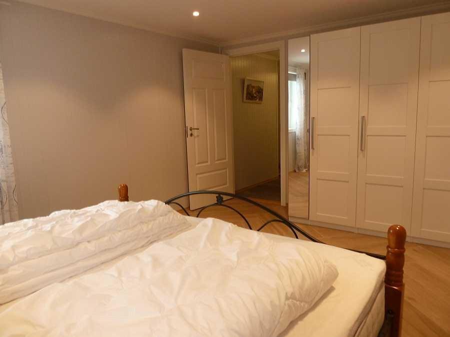 Viel Stauraum in großen Einbauschränken im Schlafzimmer (Wohnung Beate-2-Erdgeschoß)