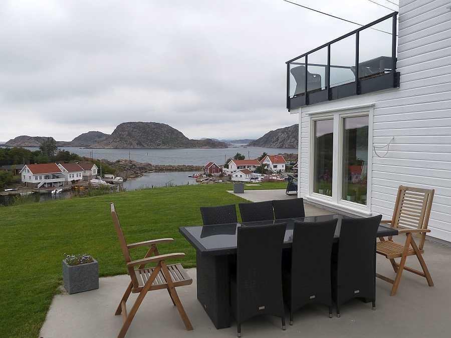 Zweiter Teil der Terrasse mit Sitzgruppe (Wohnung Beate-2-Erdgeschoß)
