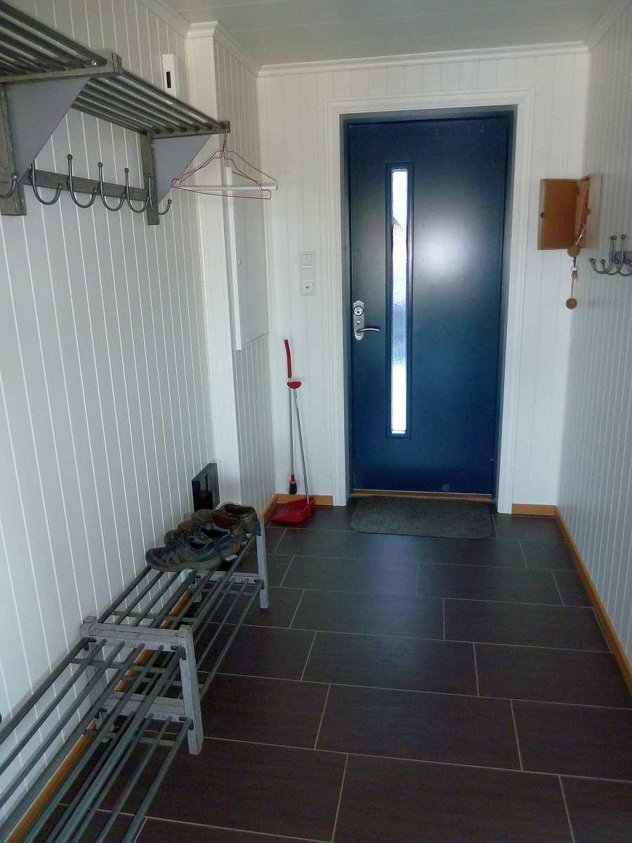 In beiden Wohnungen gibt es im Eingangsbereich jeweils viel Stauraum für Schuhe und Jacken