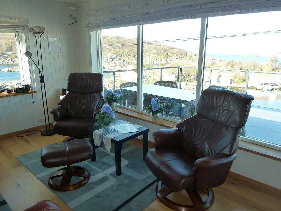 Zusätzliche Sitzplätze im Wohnzimmer (Wohnung Beate-1-Obergeschoß)