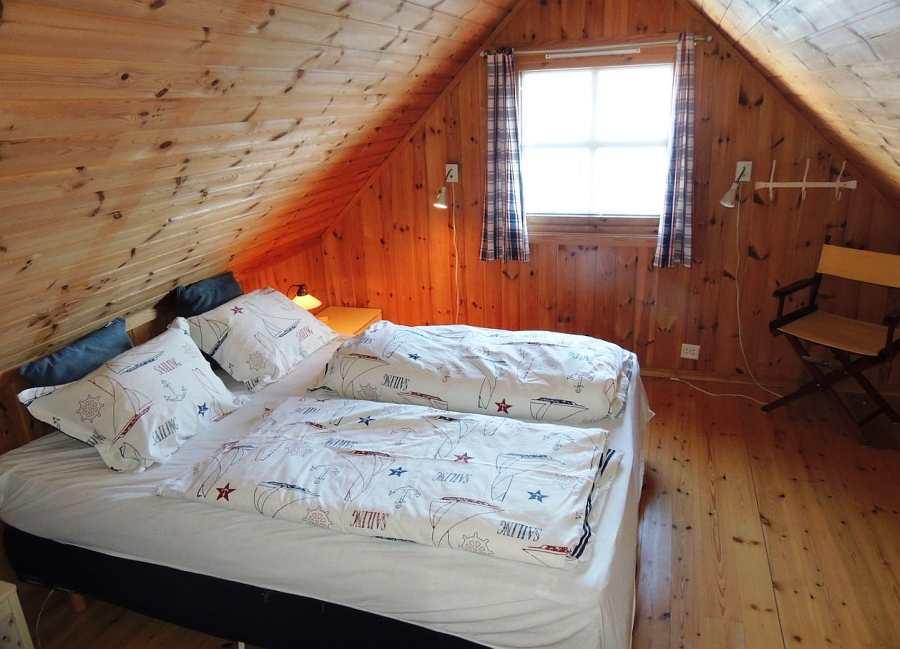 Im Schlafzimmer mit Doppelbett tanken Sie Kraft für den nächsten erfolgreichen Angeltag.