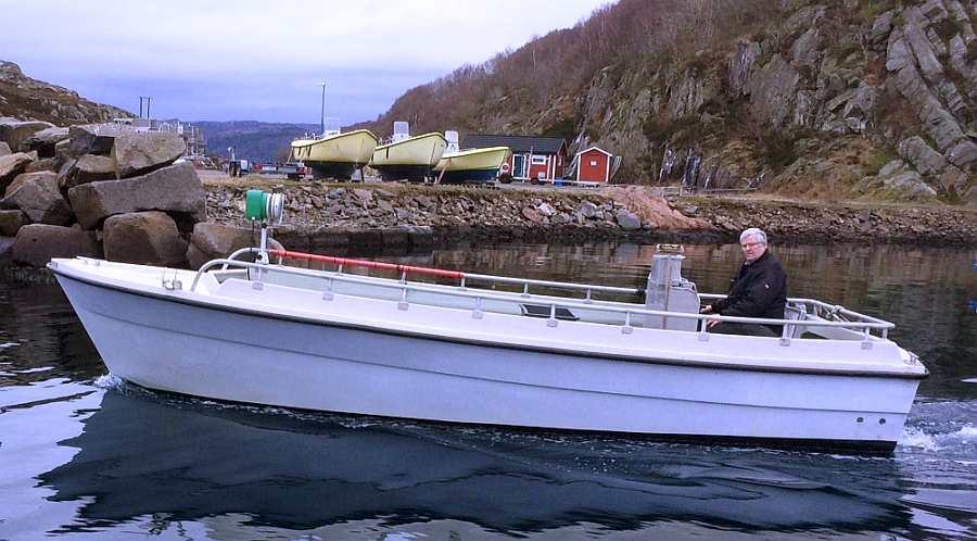 Das große buchbare Boot: Dieselboot 25 Fuß/37 PS, E-Starter, Steuerstand, Echolot GPS/Kartenplotter