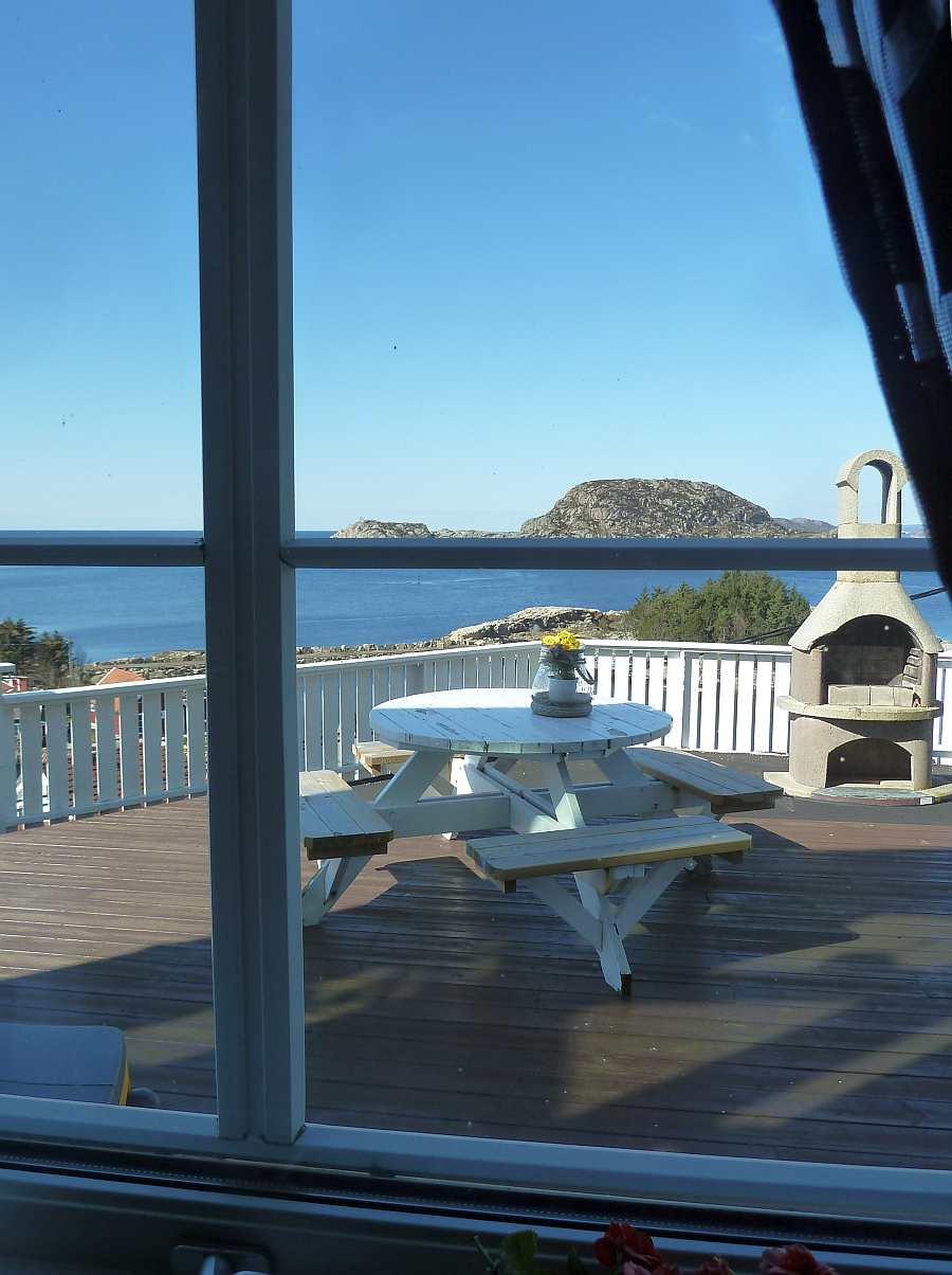 Blick aus dem Wohnzimmer auf das Meer