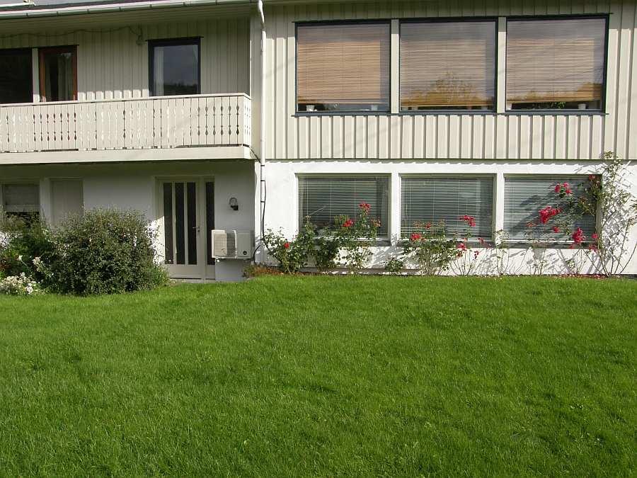 Die Wohnung liegt im Ergeschoss mit direktem Zugang zum Garten
