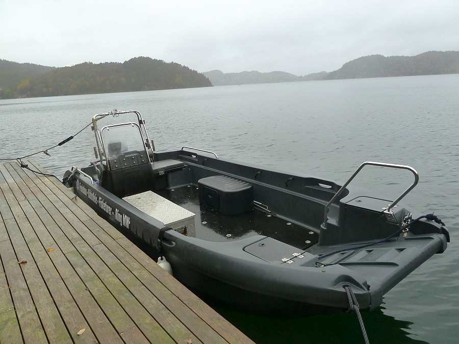 TOP! Das Motorboot Celine. Es liegt hervorragend auf dem Wasser und bietet viel Platz