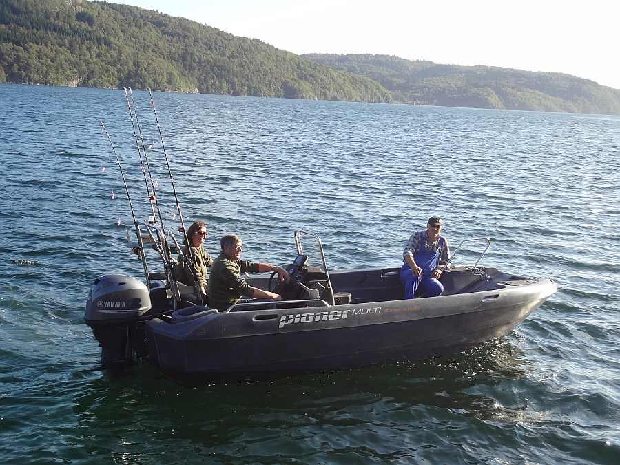 Motorboot Celine 18 Fuß/50 PS, 4-Takter, E-Starter, Steuerstand, Echolot, Rutenhalter, Radio