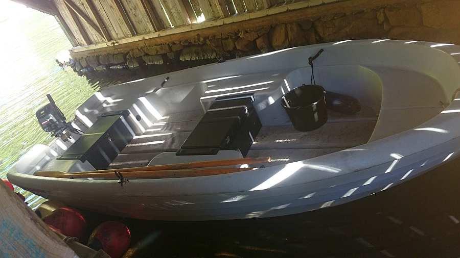 Bereits im Preis enthalten - ein Pioner-Boot mit 9,9 PS Außenbordmotor