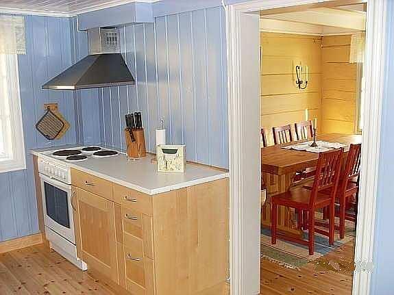 Blick von der Küche ins separate Esszimmer