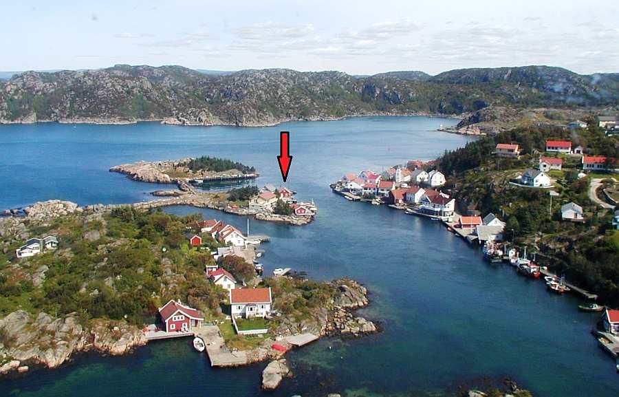 Die Lage des Ferienhauses auf der kleinen Insel Holmen - nur ca. 40 Meter entfernt zum alten Ortskern von Korshamn an Land