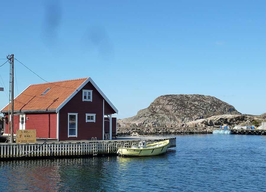 Ferienhaus >Fiskehytter Holmen< - direkte Wasserlage im kleinen Ort Korshamn bei Kap Lindesnes in Südnorwegen
