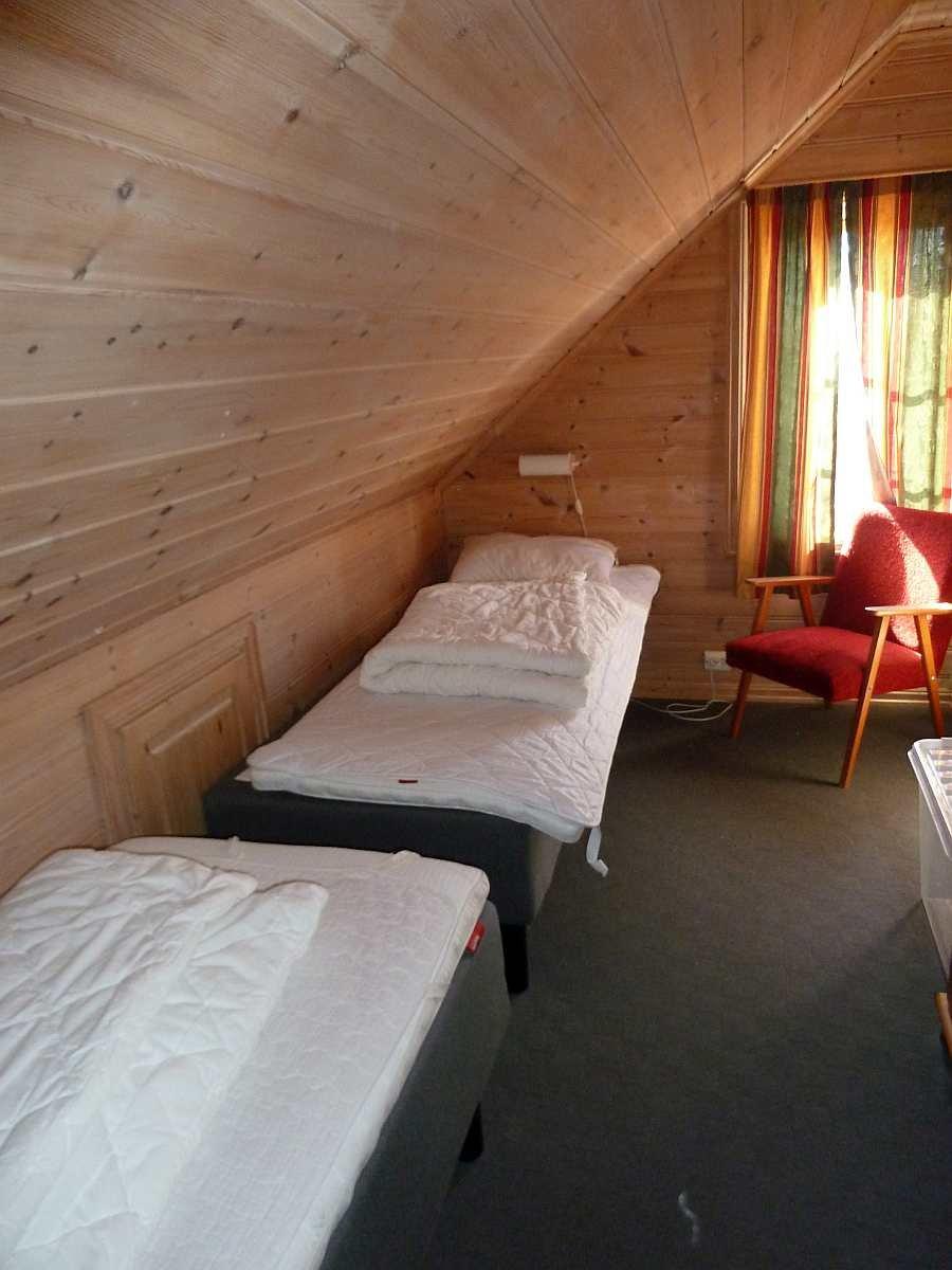 Eines der beiden kleinen Schlafzimmer mit je zwei Einzelbetten