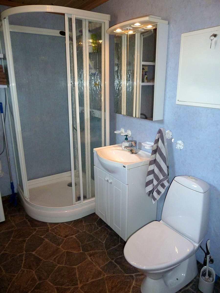 Das Badezimmer im Haus ist angenehm und hell