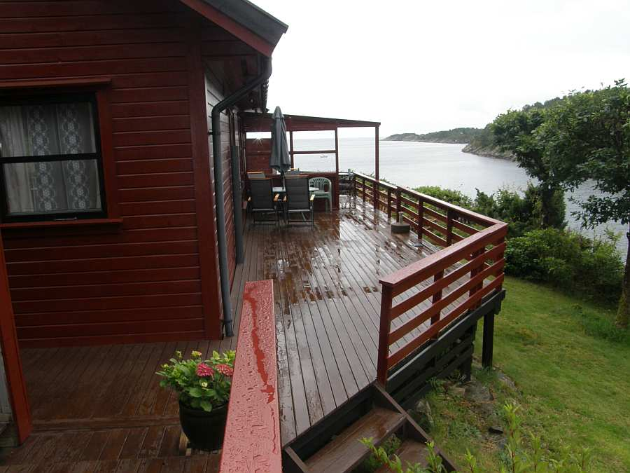 Terrasse mit Blick auf das Wasser