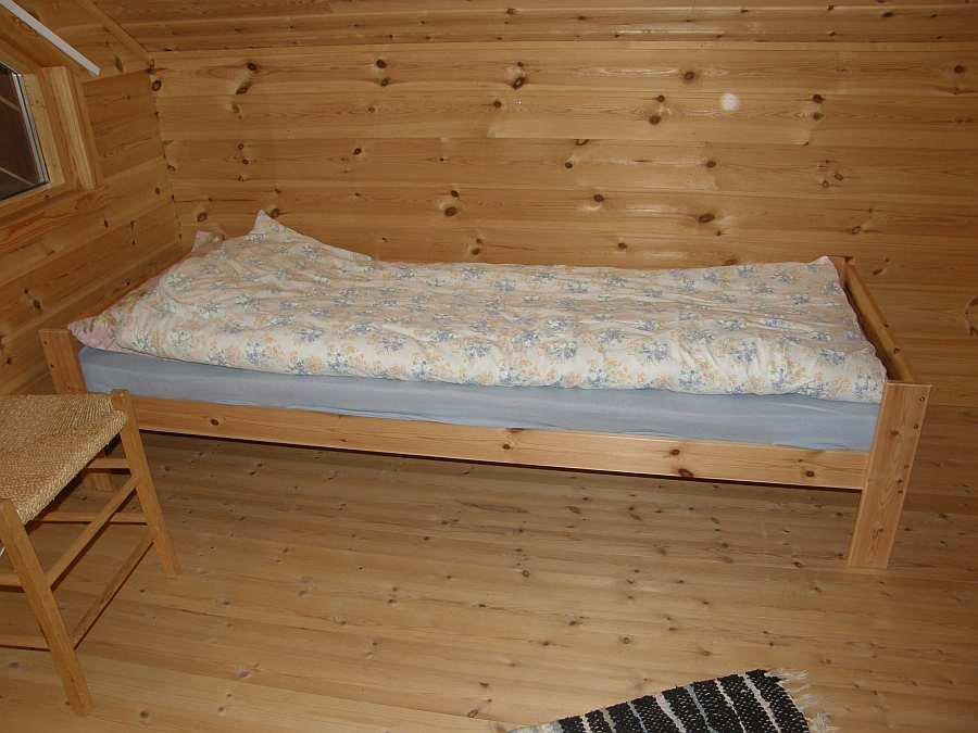 Eines der beiden Schlafzimmer mit einem Einzelbett und einem Schlafsofa