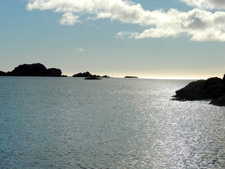 Blick vom Bootsanleger hinaus auf die Schärenküste