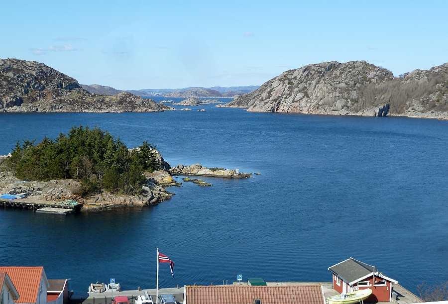 Blick vom Ort Korshamn in Höhe der Ferienwohnung auf den Grønsfjord