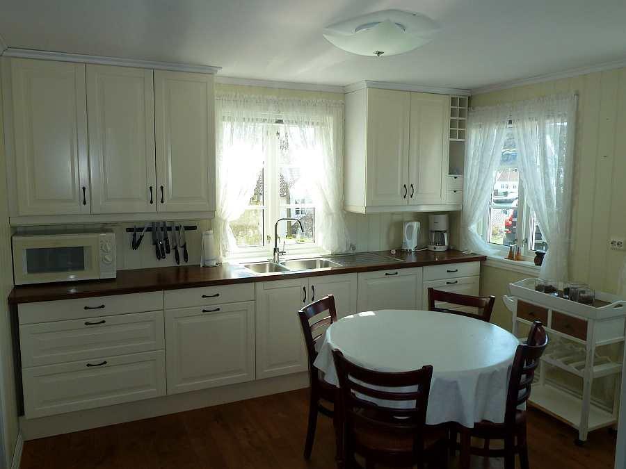 Die komplett ausgestattete Wohnküche der Ferienwohnung