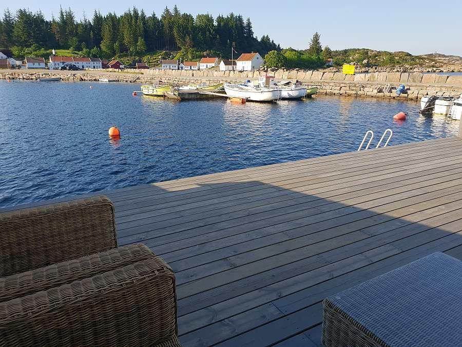 Die Terrasse ist zugleich der Uferbereich am Haus... Na? Wie wäre es mit ein paar Würfen??