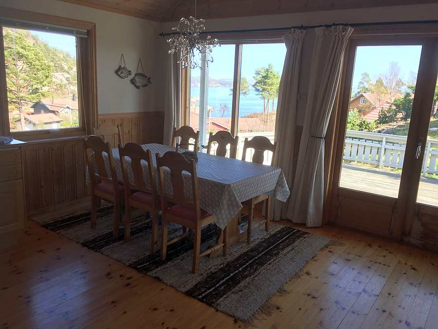 Separater Essbereich im Wohnzimmer