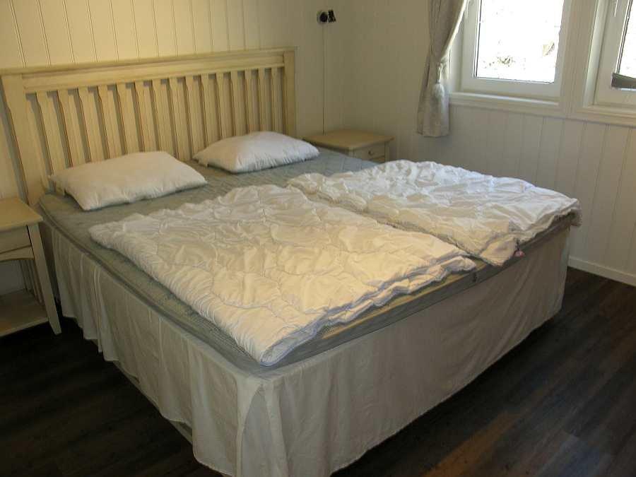 Das zweite Schlafzimmer mit einem Doppelbett