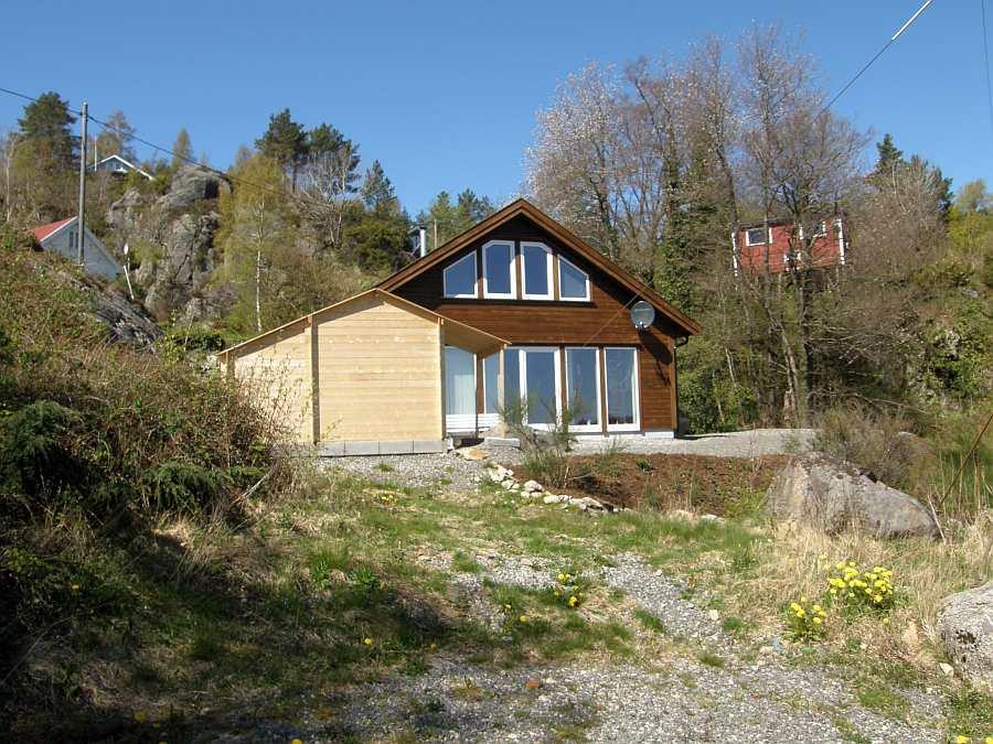 Das Ferienhaus liegt auf einem eigenen Naturgrundstück und bietet Platz für bis  zu 6 Personen