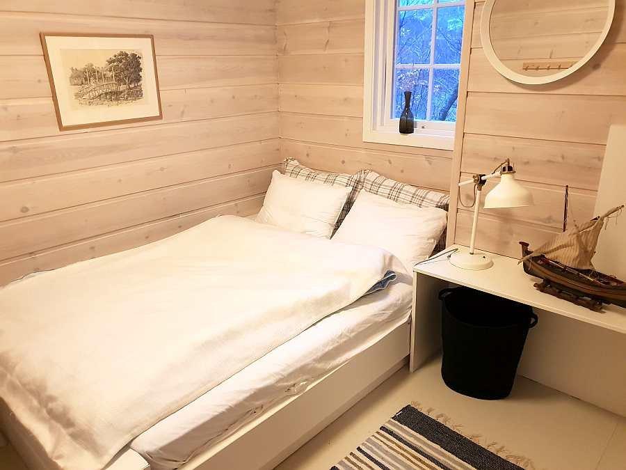 Ein weiteres Schlafzimmer mit einem Doppelbett