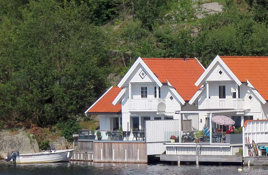 Ferienhaus Ladberget (links) - top Lage direkt am Fjord