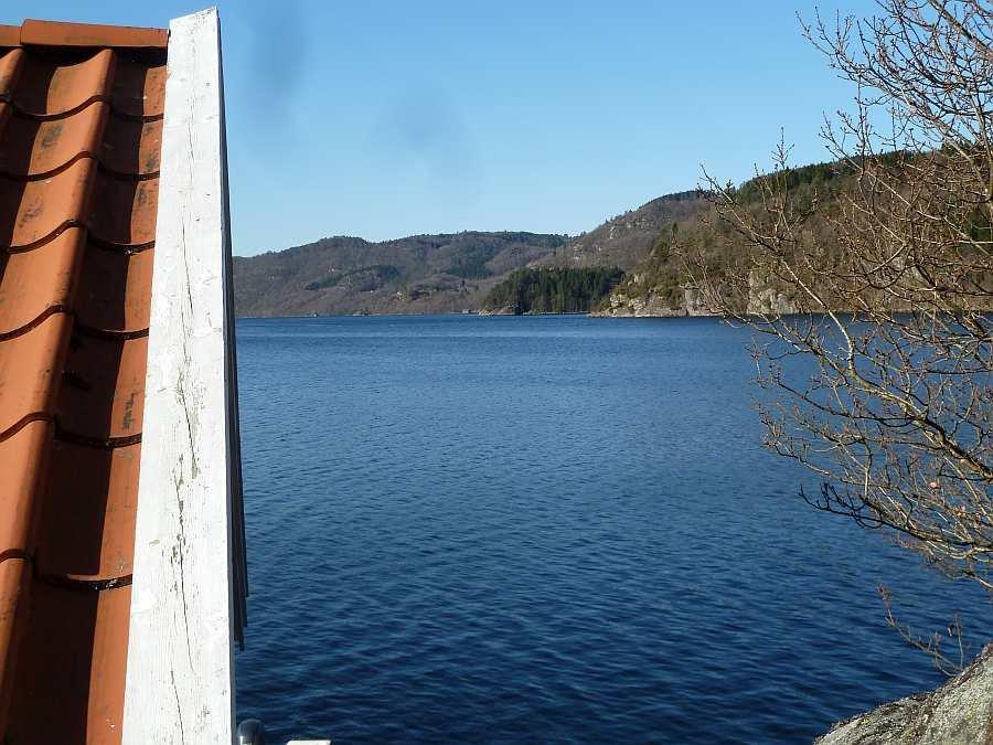 Die Lage des Ferienhauses am idyllischen Lenefjord