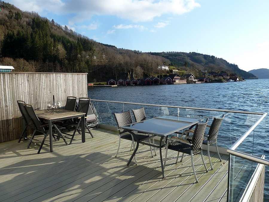 Der zweite Teil der Veranda am Fjord