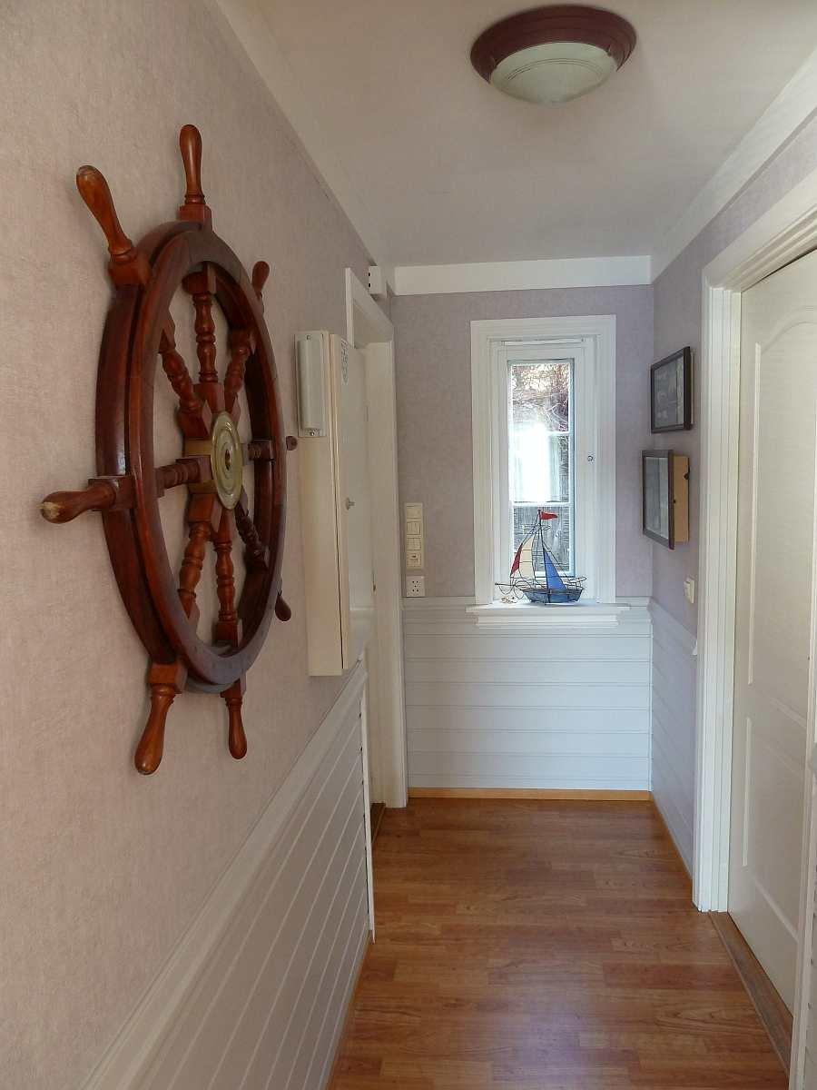 Der Eingangsflur im Haus bietet eine Garderobe mit viel Platz