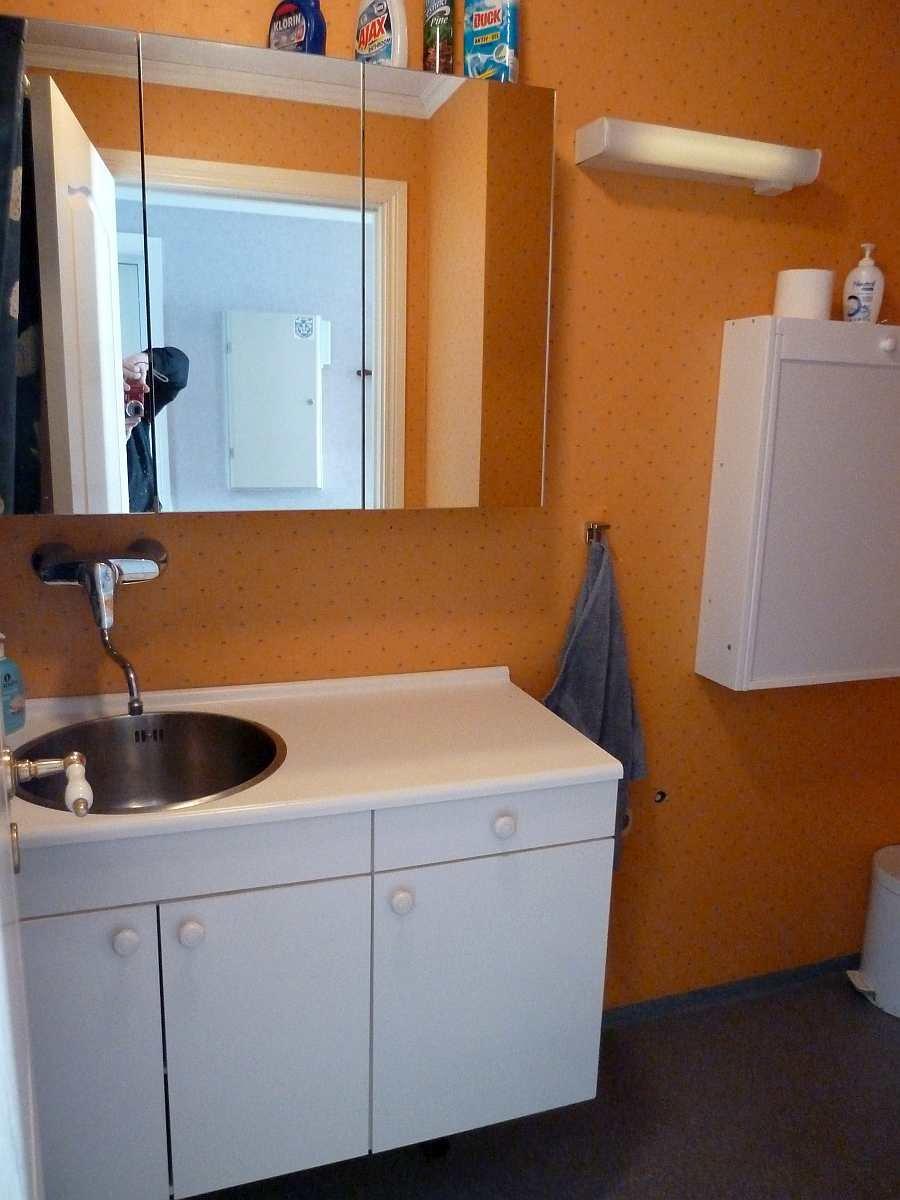 Ein zweites Bad mit Waschbecken und WC im Erdgeschoss