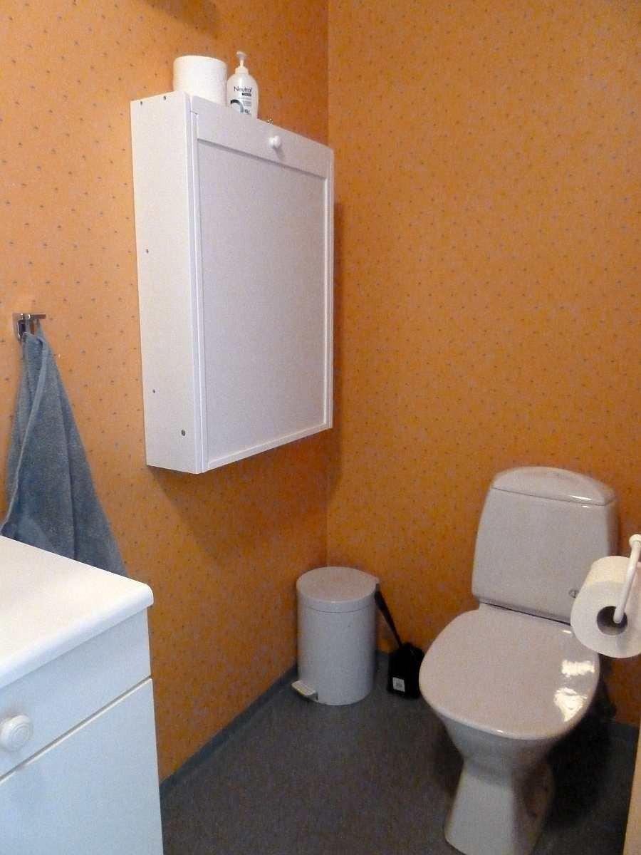 Das WC im Bad im Erdgeschoß