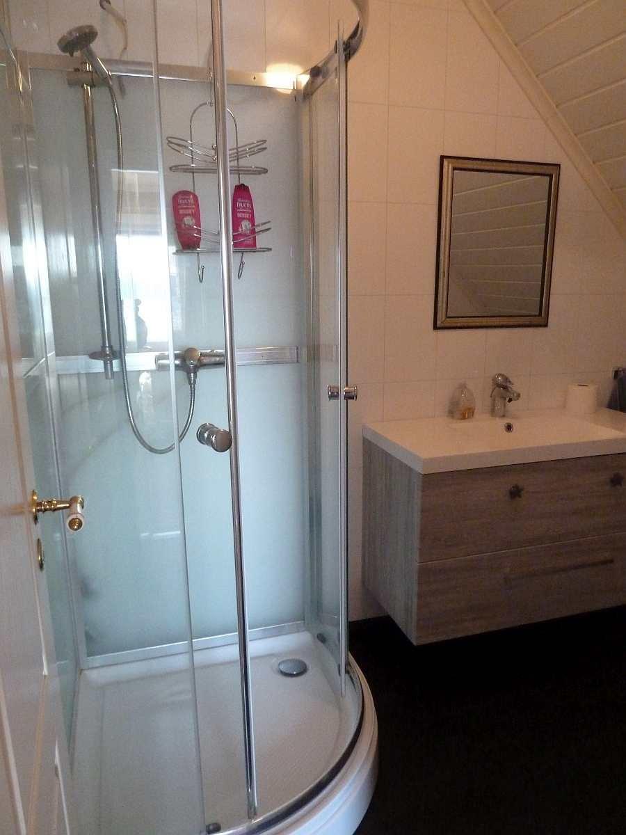Die Dusche des Badezimmers