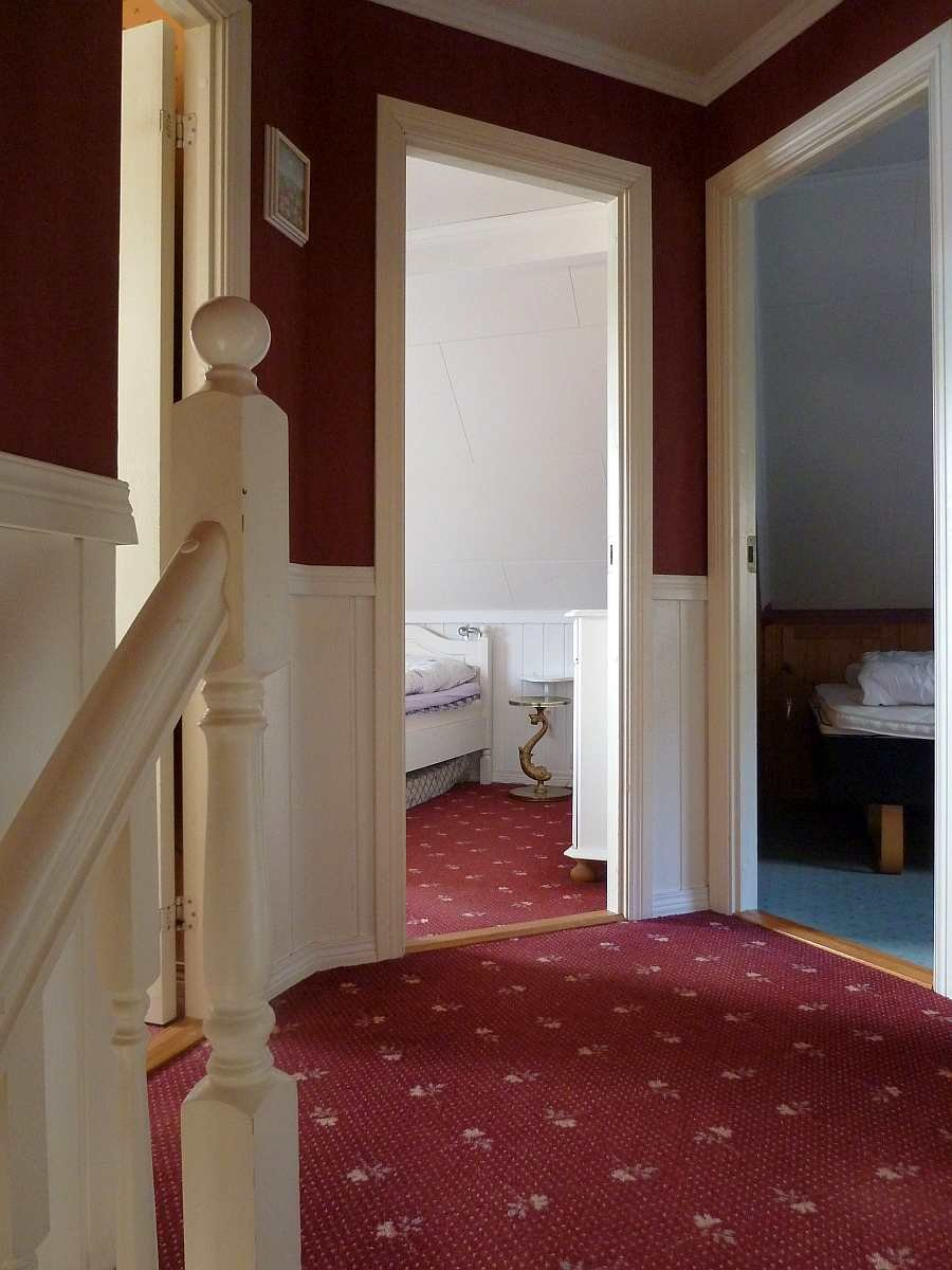 Der Flur im Obergeschoss mit Zugang zu den Schlafzimmern