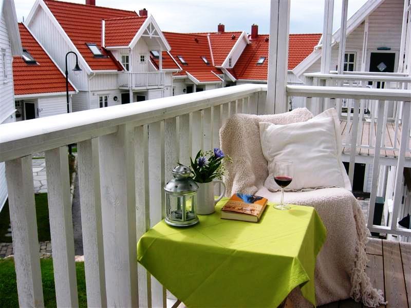 Typ 1 - Beispielbild - Auf dem Balkon lässt es sich bei Sonnenschein gut aushalten.