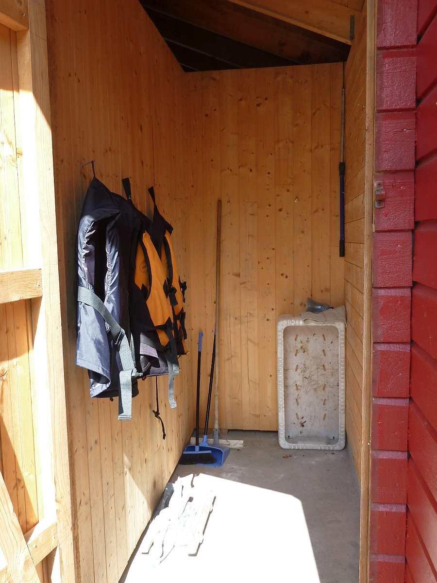 Der eigene verschließbare Stauraum am Bootssteg - hier können Sie Ihre Angelsachen aufbewahren