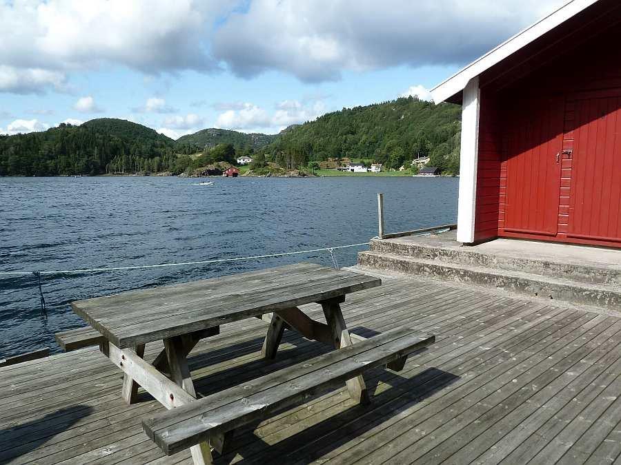 Hier am Bootssteg kann man auch schöne Stunden verbringen. Auch bei einem Grillabend sollte Ihre Angel ausgelegt sein...