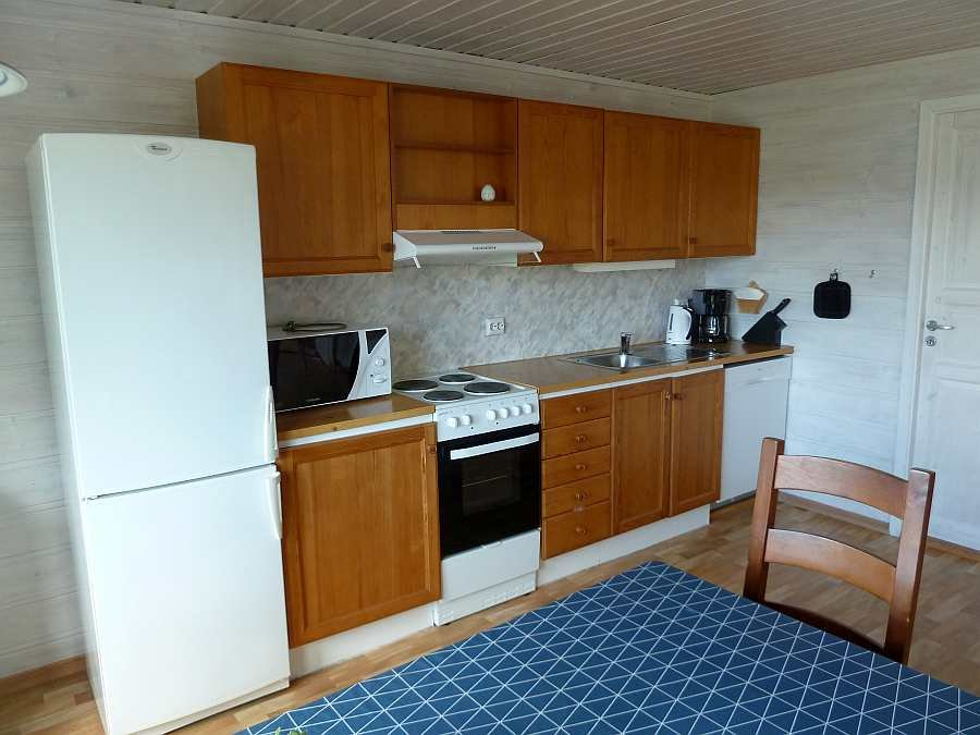 Die Küche des Ferienhauses ist umfassend ausgestattet - vom Geschirrspüler bis zum Mixer ist fast alles vorhanden