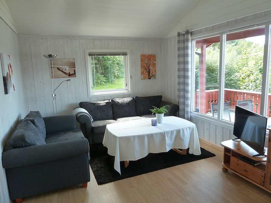 Die gemütliche und helle Sitzecke des Hauses mit Sat-TV (deutsche Programme vorhanden)