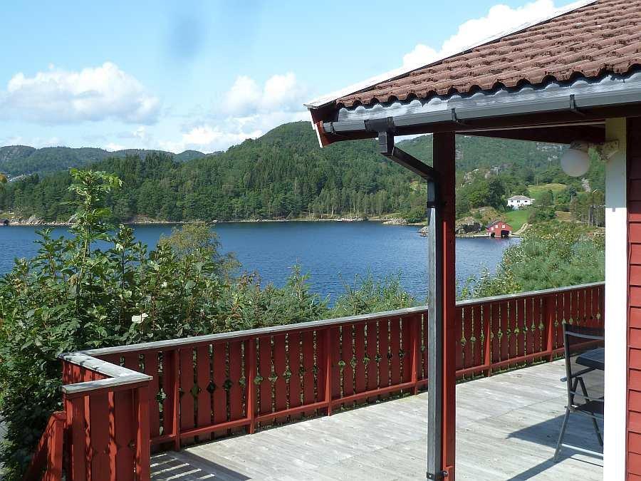 Ferienhaus Lindal - herrliche Lage mit tollem Ausblick auf den Grønnsfjord bei Kap Lindesnes in Südnorwegen