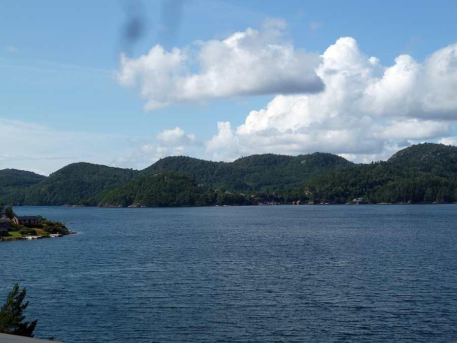 Blick auf den Fjordbereich direkt vor dem Haus