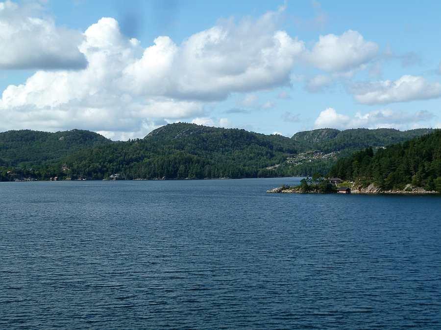 Der schöne Grønnsfjord - hier direkt vor dem Bootssteg